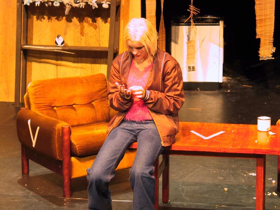 Burgundilaispuku Hämeenlinnan teatterin pukuvuokraamon käyttöön
